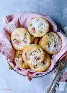 Rezept für saftige Rhabarber Muffins - schnell und einfach, sehr saftig! waseigenes.com #Rhabarber