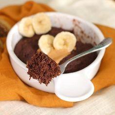 Healthy 5-Minute Single-Serving Chocolate Peanut Butter Banana Cake!
