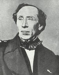 Hans Christian Andersen nació en el seno de una familia pobre. A los 11 años murió su padre y Andersen dejó de asistir a la escuela; se dedicó a leer todas las obras que podía conseguir, entre ellas las de Ludwig Holberg y William Shakespeare. Es reconocido universalmente por su prolífica creación de cuentos.