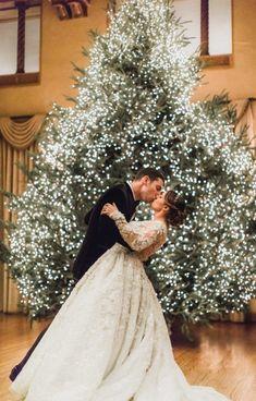 Christmas Wedding Decorations, Wedding Wreaths, Christmas Wedding Dresses, Holiday Wedding Ideas, Winter Wedding Dresses, Winter Wedding Dress Ballgown, December Wedding Dresses, Winter Bridesmaid Dresses, Country Wedding Dresses