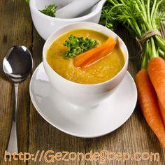 Makkelijk en goedkoop recept om lekkere wortelsoep te maken met slechts 2 groenten: zodat je met weinig werk – de oven doet de rest… – zal genieten van lekkere soep.