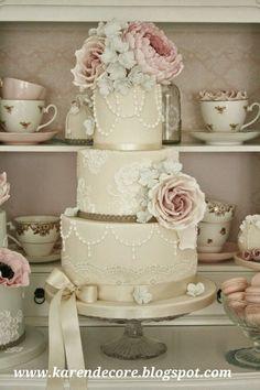 Bolos de casamento 2015, bolos traditradicionais clássicos, bolos de casamento vintade, bolos de renda laços flores cristais, tendência para bolos 2015