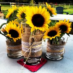 Stunning Sunflower Party Design Ideas For Your Wedding Reception Sunflower Centerpieces, Diy Centerpieces, Sunflower Decorations, Sunflower Party Themes, Engagement Party Centerpieces, Western Centerpieces, Vase Decorations, Sunflower Vase, Wedding Table