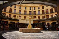 De leukste wijken van Valencia + tips en bezienswaardigheden Valencia, Hostel, Sas Travel, Mansions, House Styles, Tips, Journal, Manor Houses, Villas