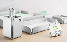 Unlike most office supplies on the market, Modeska products are made in the USA – design, manufacturing, and finishing. Each piece is made from aircraft-grade aluminum and is extremely durable. These are quality products that they& proud of. Metal Sheet Design, Sheet Metal Art, Minimalist Desk, Metal Bending, Industrial Design Sketch, Metal Fabrication, Display Design, Metal Furniture, Desk Organization