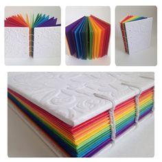 Caderno Arco-íris Caderno com costura copta (aparente). Capa em papel branco com…