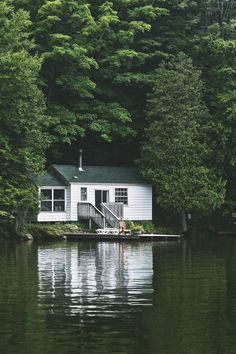 White cottage / cabin by the lake surrounded by trees >> dark green, alone in the woods. Lake Cabins, Cabins And Cottages, Small Cabins, Cabin In The Woods, House By The Lake, Little Houses, My Dream Home, Tiny House, House Design