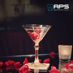 Proost op de liefde heart-emoticon!  Libbey Glass Europe Cocktails Martiniglas (art: 8876): http://goo.gl/BV7NtC.  #valentijn #valentine #bar #bartender #cocktail #drink #drinks #cheers