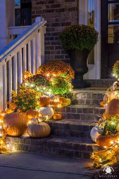 Check out this traditional fall porch decor with mums and pumpkins scattered across the front porch steps -- with twinkle lights as the cherry on top! Halloween Veranda, Halloween Porch, Diy Halloween Decorations, Fall Halloween, Fall Porch Decorations, Thanksgiving Decorations Outdoor, Halloween Recipe, Women Halloween, Halloween Projects