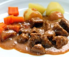Gulasch – lecker und einfach Recipe goulash – tasty and easy by Kochfee Dithmarschen – Recipe in the category Main courses with meat Easy Casserole Recipes For Dinner Beef, Pork Recipes, Snack Recipes, Goulash, Food Inspiration, Food And Drink, Easy Meals, Favorite Recipes, Pasta