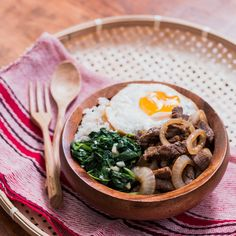 Next time you're in the mood for a beef bowl, try this Filipino bistek bowl! It's beef steak with swag.. Ingredients: For the bistek:, 1.5 lbs ribeye, thinly sliced, 1 medium onion, sliced into rings, 3 garlic cloves, minced, ⅓ cup soy sauce, juice from one lemon, ¼ cup water, ground pepper to taste, 3 tbsp canola or veg oil, For the rest:, 1 sunny-side up egg, 2 cups fresh spinach, 5 garlic cloves, minced, 1 ½ cups steamed white rice, Salt and pepper to taste, 3 tbsp oil