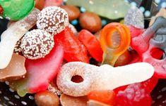Lever du med ett ständigt sug och en trötthet som bara kan motas med något sött i munnen? Då kanske det är dags att sluta låta sockret styra ditt liv. Hälsocoachen Filippa Salomonsson vet hur du bryter dina vanor och lär dig att leva ett liv utan snabba sockerkickar.