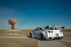 Terobsesi pada pesona dan karakter jantan Nissan GT-R R35, tuner spesialis mobil sport, Liberty Walk melakukan transformasi super pada tubuh 'Godzilla' asal jepang tersebut. Simak evolusi super berkat widebody kit istimewa Liberty Walk berikut ini!