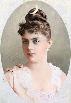 Mary Vetsera, 1888 - died with Crown Prince Rudolf in 1889 (murder/suicide) Victorian Photos, Victorian Women, Edwardian Era, Edwardian Fashion, Old Photos, Vintage Photos, Gabrielle D'estrées, Agnes Sorel, Die Habsburger