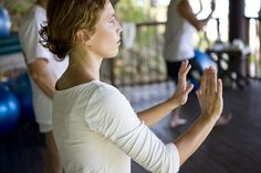 Tai Chi for Arthritis: An ancient Chinese exercise offers relief through slow, gentle movement. Qi Gong, Tai Chi Chuan, Tai Chi Qigong, Tai Chi For Beginners, Pilates For Beginners, Arthritis Relief, Rheumatoid Arthritis, Arthritis Exercises, Beginner Pilates