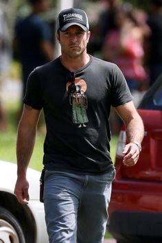Alex O'Loughlin                                                       …