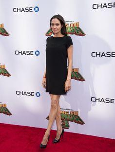 Alig áll a lábán a csontsovány Angelina Jolie: a Kung Fu Panda 3 premierjére érkezett