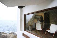 Casa entre a rocha e o mar (Foto: Patricia Lion/Divulgação)