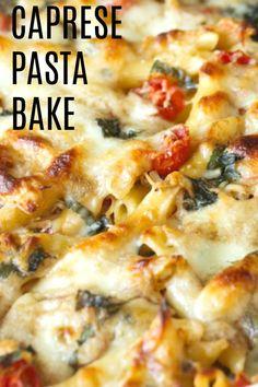 Einfache Caprese Pasta Bake - All Of Pictures Top Recipes, Cooking Recipes, Healthy Recipes, Healthy Dishes, Healthy Meals, Healthy Chicken, Fettucine Alfredo, Caprese Pasta, Casserole Recipes