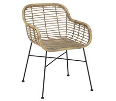 Trendiger Stuhl aus Rattan und Metall - ein Sitzplatz mit Charme