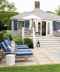 This small Hamptons hideaway sits on a marsh grass-bordered creek and features two bedrooms and two bathrooms. This small Hamptons hideaway sits on a marsh grass-bordered creek and features two bedrooms and two bathrooms. Tiny Beach House, Beach Cottage Style, Coastal Cottage, Coastal Homes, Beach House Decor, Coastal Decor, Coastal Style, Cottage Patio, Beach Houses