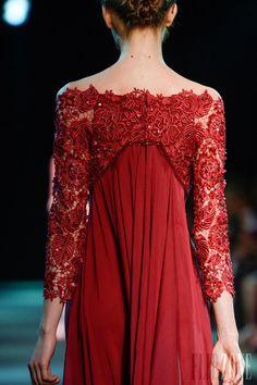 Georges Hobeika - Alta-Costura - Outono-Inverno 2013-2014 - http://pt.flip-zone.com/fashion/couture-1/fashion-houses/georges-hobeika-3976 - ©PixelFormula