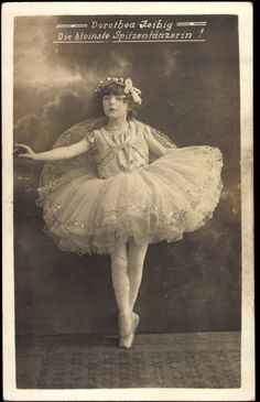 Vintage photo of a young ballerina. Antique Photos, Vintage Pictures, Vintage Photographs, Old Pictures, Vintage Images, Old Photos, Vintage Abbildungen, Vintage Fairies, Vintage Girls