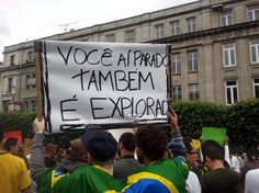 #atosdeapoio - 16 de junho 2013 - Cartazes foram escritos em português e em inglês (Foto: João Maria Alcantara Oliveira / vc repórter)