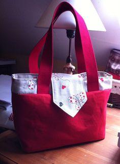 Le #sac Madison rouge avec une touche printanière de Sylvie. Patron de #couture Sacôtin.
