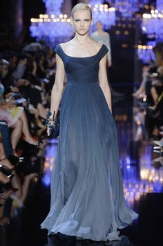 blue ombre so simple, so elegant by Elie Saab Fall Couture 2014 Elie Saab Couture, Style Couture, Haute Couture Fashion, Vestidos Elie Saab, Collection Couture, Elie Saab Fall, Costume, Mode Inspiration, Beautiful Gowns