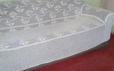 Meninas do Mundo do Crochê, hoje trazemos uma receita linda para o incio de ano capa de sofá em crochê passo a passo, para começar 2016 de um jeito especial