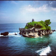 Tanah Lot, Bali, Indonesia - Visit http://asiaexpatguides.com and make the most of your experience in Indonesia! Like our FB page https://www.facebook.com/pages/Asia-Expat-Guides/162063957304747 and Follow our Twitter https://twitter.com/AsiaExpatGuides for more #ExpatTips and inspiration!