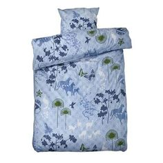 Update your bed with the joyful Happy Horses bed set designed by Susanne Schjerning. The bed set is made from ring spun cotton in a lovely satin weave that gives a nice and soft feel with a beautiful luster. Combine the bed set together with other fine products from Susanne Schjerning for a unitary look!