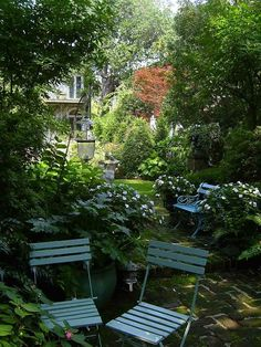 Emily Whaley's Garden in Charleston, South Carolina was designed by Loutrel Briggs in 1940. Description from pinterest.com. I searched for this on bing.com/images
