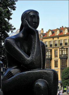 """OVIEDO / Estatua """"La Pensadora"""" (15/07/2013)"""