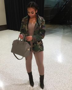 Ways To Stay Casual or Cool Ideas to Improve Your Style Dope Outfits, Urban Outfits, Fashion Outfits, Womens Fashion, Boujee Outfits, Female Fashion, Fashion Killa, Look Fashion, Urban Fashion