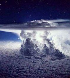 Fantastic Storm over Pacifıc Ocean...  Credit: santiagoborja.