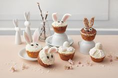 Pupumuffinsit Marshmallows, Mini Cupcakes, Place Cards, Goodies, Place Card Holders, Desserts, Food, Cup Cakes, Marshmallow