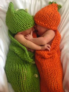 #Knitting_Pattern featured in this Etsy treasury: https://www.etsy.com/treasury/MjM2NjAwMDd8MjcyNDAyMzY3Nw/fall-rush-by-the-on-fire-for-handmade Babies look so adorable in these Carrots and Peas Cocoons. Theyr'e warm and cuddly for carrying babies. Each cocoon set knits up just a few hours too!