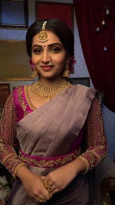 Wedding Saree Blouse Designs, Silk Saree Blouse Designs, South Indian Bride Saree, Indian Bridal, Stylish Dress Designs, Designs For Dresses, Lehenga Jewellery, Hand Work Blouse Design, Saree Trends