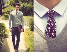 Men's sweater outfit combo with a floral necktie. Mens Fashion Shoes, Fashion Moda, Suit Fashion, Male Fashion, Fashion News, Ben Sherman, Sharp Dressed Man, Well Dressed Men, Sport Chic
