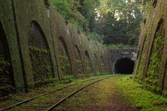 Linha de trem abandonada, em Paris