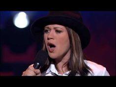 "KELLY CLARKSON sings ""You Make Me Feel Like a Natural Woman"" on American Idol, Season One (1-1/2 min)"