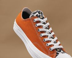 The pair of sneakers low Converse Core Chuck 70 worn by