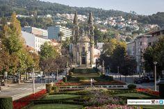 """Esse é o segundo post da série Portugal """"10 lugares para visitar em Portugal """"- perdeu a primeira parte?Clique aqui! #1 – Sintra, em Portugal, sem duvidas é um dos lugares mais visitados nesse belo país, na foto abaixo nossa visita ao Palácio da Pena, um lugar cheio de historias. #2 - Évora é umapérolaescondida…"""