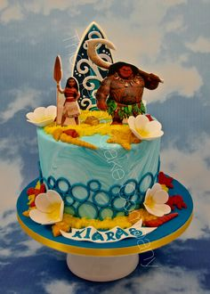 Vaiana et Maui sont en papier alimentaire Tous les décors sont en pâte à sucre Moana & Maui are printed on foodgrade paper. All decorations are handmade and with fondant First Birthday Parties, 2nd Birthday, First Birthdays, Moana Birthday, Cupcakes, Gaia, Beautiful Cakes, Princesses, Little Boys