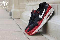 DANK CUSTOMS NIKE AIR MAX 1 (THE 305) | Sneaker Freaker
