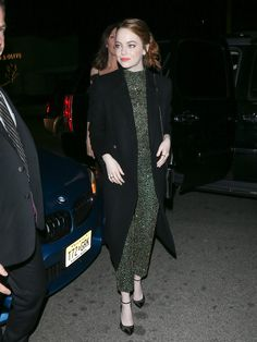 Emma Stone Arriving For Woman in Film Cocktail Party in Los Angeles Celebstills E Emma Stone Emma Stone Outfit, Emma Stone Blonde, Gay Costume, Emma Stone Style, Actress Emma Stone, Cute Emo Boys, Renee Zellweger, Cold Weather Outfits, Cute Winter Outfits