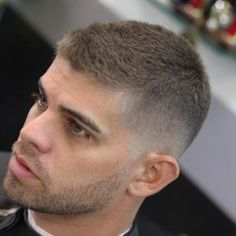 40 Stylish Haircuts For Men Guide) - in the chair - Frisuren Stylish Haircuts, Cool Haircuts, Simple Mens Haircuts, Mens Buzz Haircuts, Guys Haircuts Fade, Haircuts For Balding Men, High And Tight Haircut, High And Tight Fade, Low Bald Fade