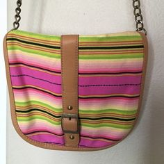 Crossbody Bag Cute crossbody bag with stripes! I bought this a while ago, but never found myself using it! Has no tags, but like I said never used! :) Forever 21 Bags Crossbody Bags